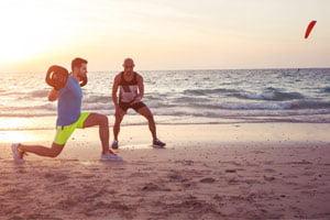 פעילות גופנית על חוף הים