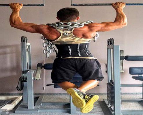 מאמן כושר שרירי עולה מתח