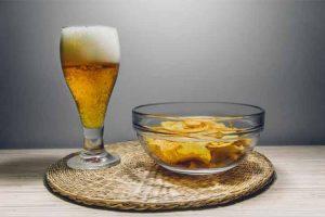 כמות סבירה של בירה ונאצ'וס